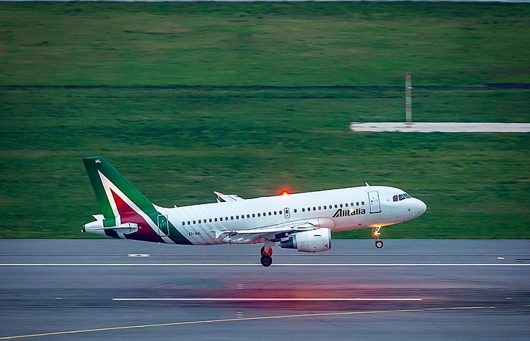 Spain bans direct flights from Italy